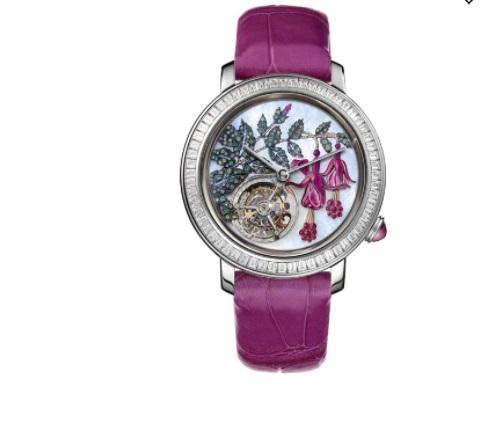 ساعة يد مزينة بطلاء المينا من بوشرون Boucheron