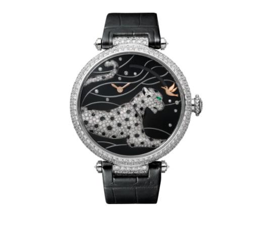 ساعة يد مزينة بطلاء المينا من كارتييهCartier