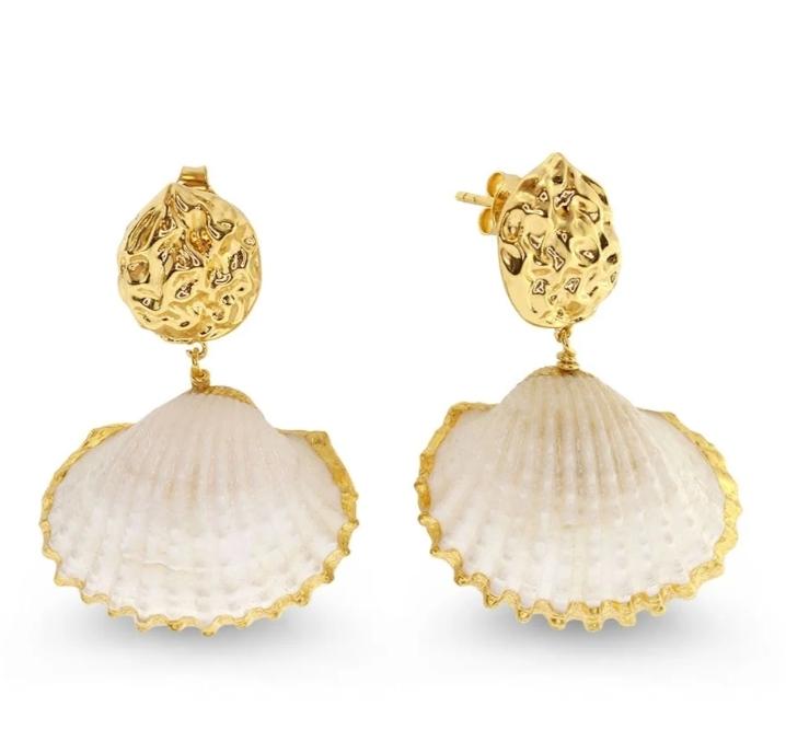 أقراط ذهب من الأصداف البحرية من علامة Shell Jewellery