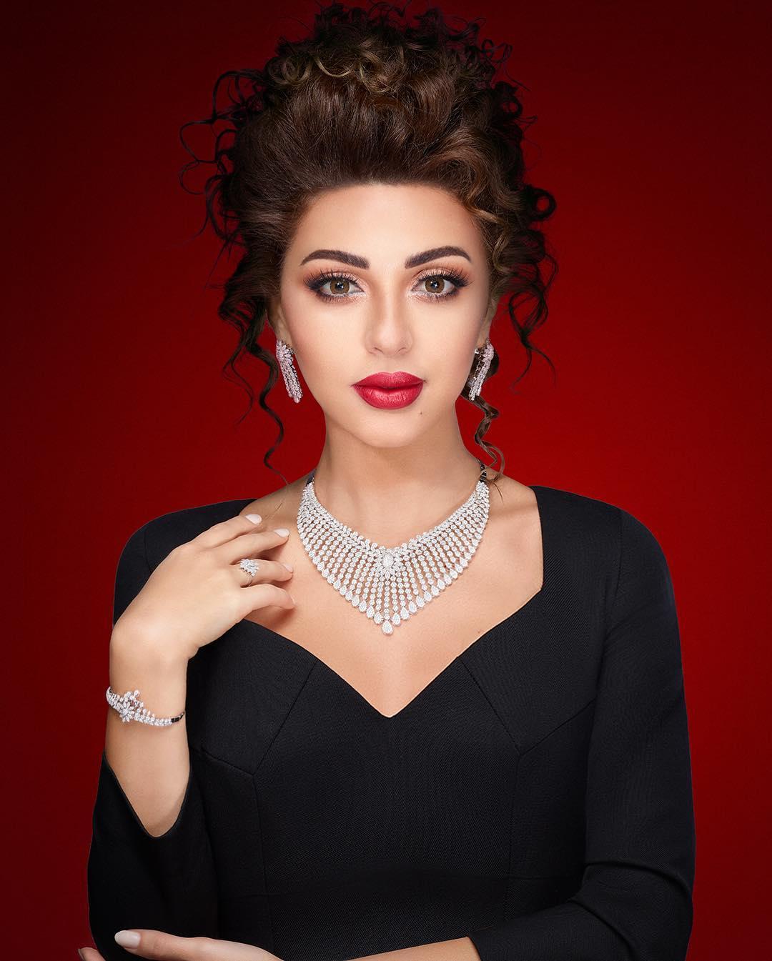 ميريام فارس بطقم مجوهرات فاخر بالذهب الأبيض