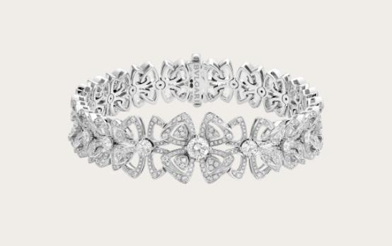سوار عريض من الذهب الأبيض من بولغري Bvlgari أجمل مجوهرات العروس