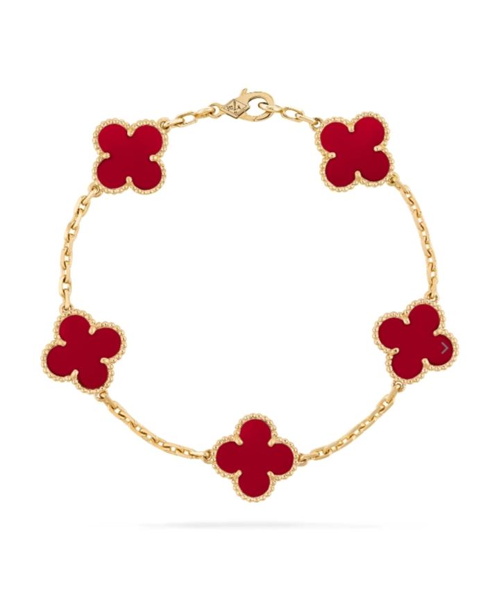 سوار باللون الأحمر من فان كليف أند آربلز «Van Cleef &Arpels»أجمل مجوهرات العروس
