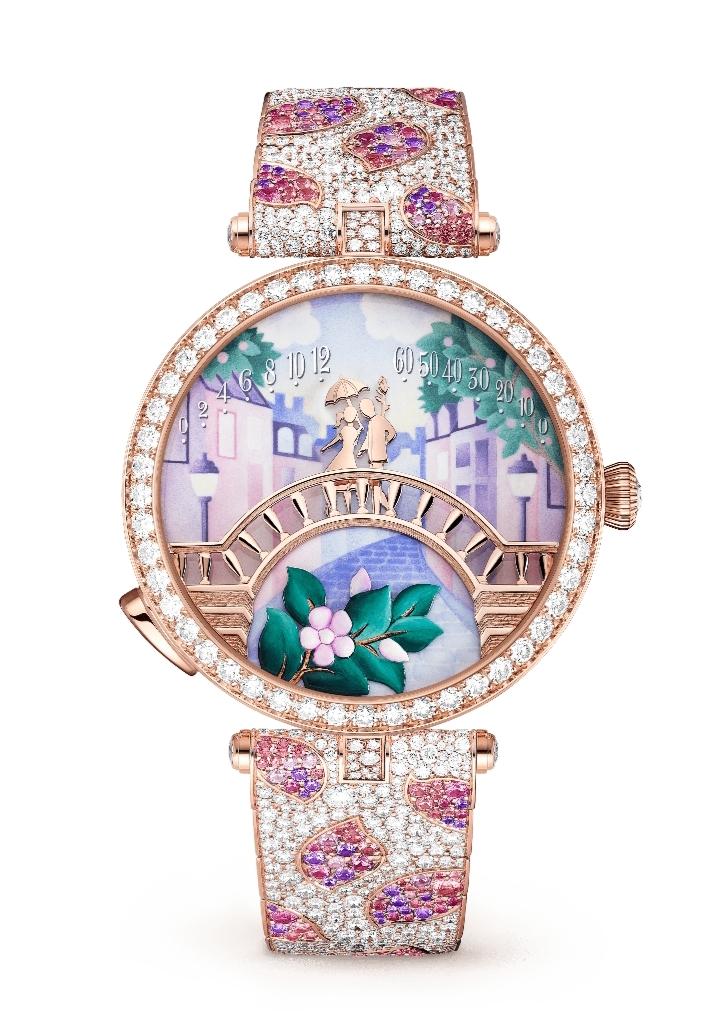 """ساعة يد جذابة بميناء بارز من دار فان كليف أند آربلز """"Van Cleef & Arpels"""""""