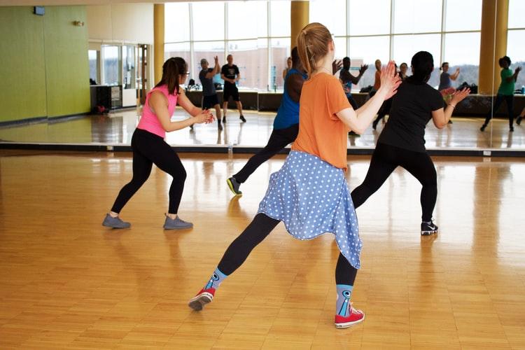 فكري بالتمارين الرياضية التي تقوي العضلات الداعمة للركبة