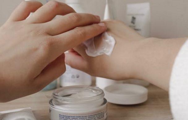 كريمات الترطيب أساسية في علاج الأكزيما