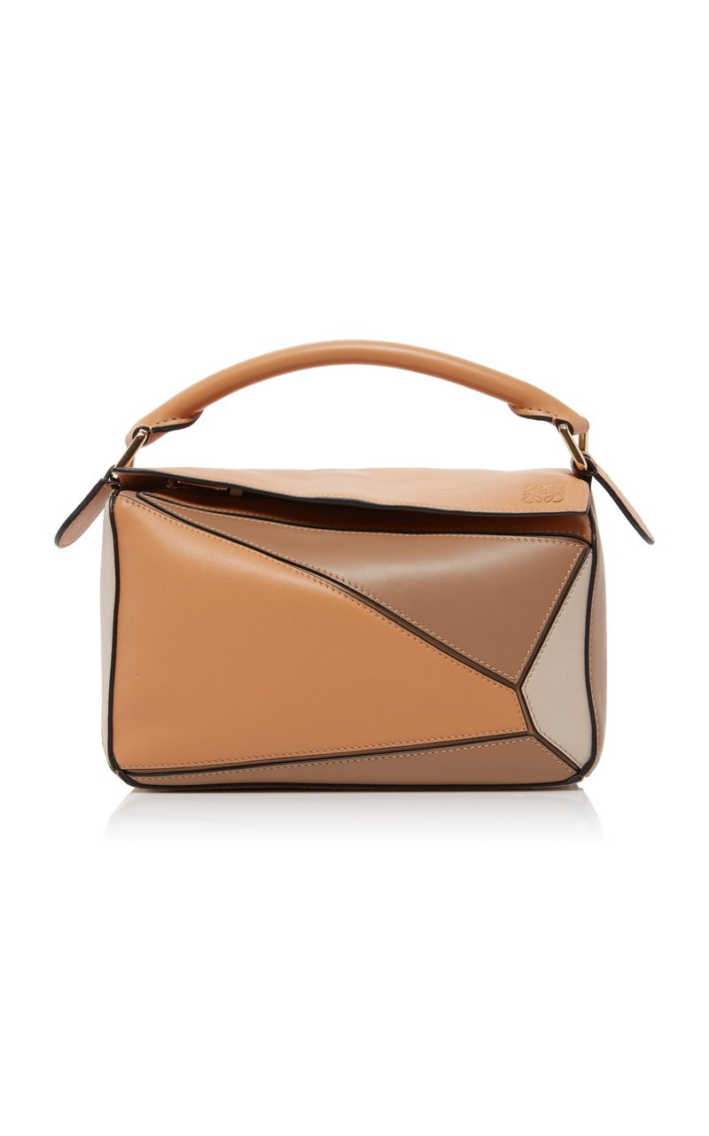 "حقيبة"" بازل"" من Loewe"
