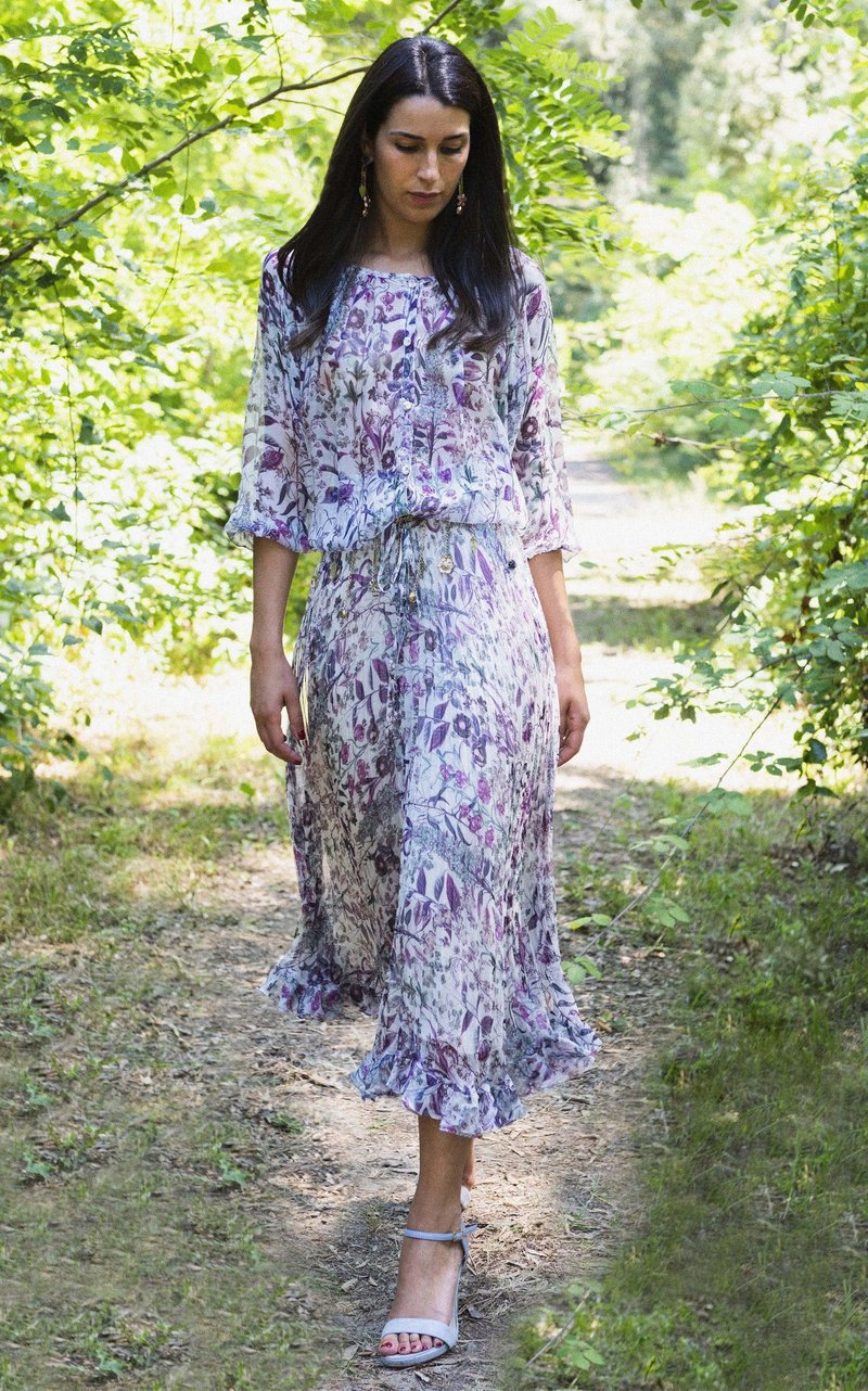 فستان مطبع بالزهور من لويزا بيكاريا