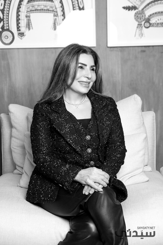 المحامية الدولية الكويتية فاتن النقيب وابنتها تالة العبد العالي