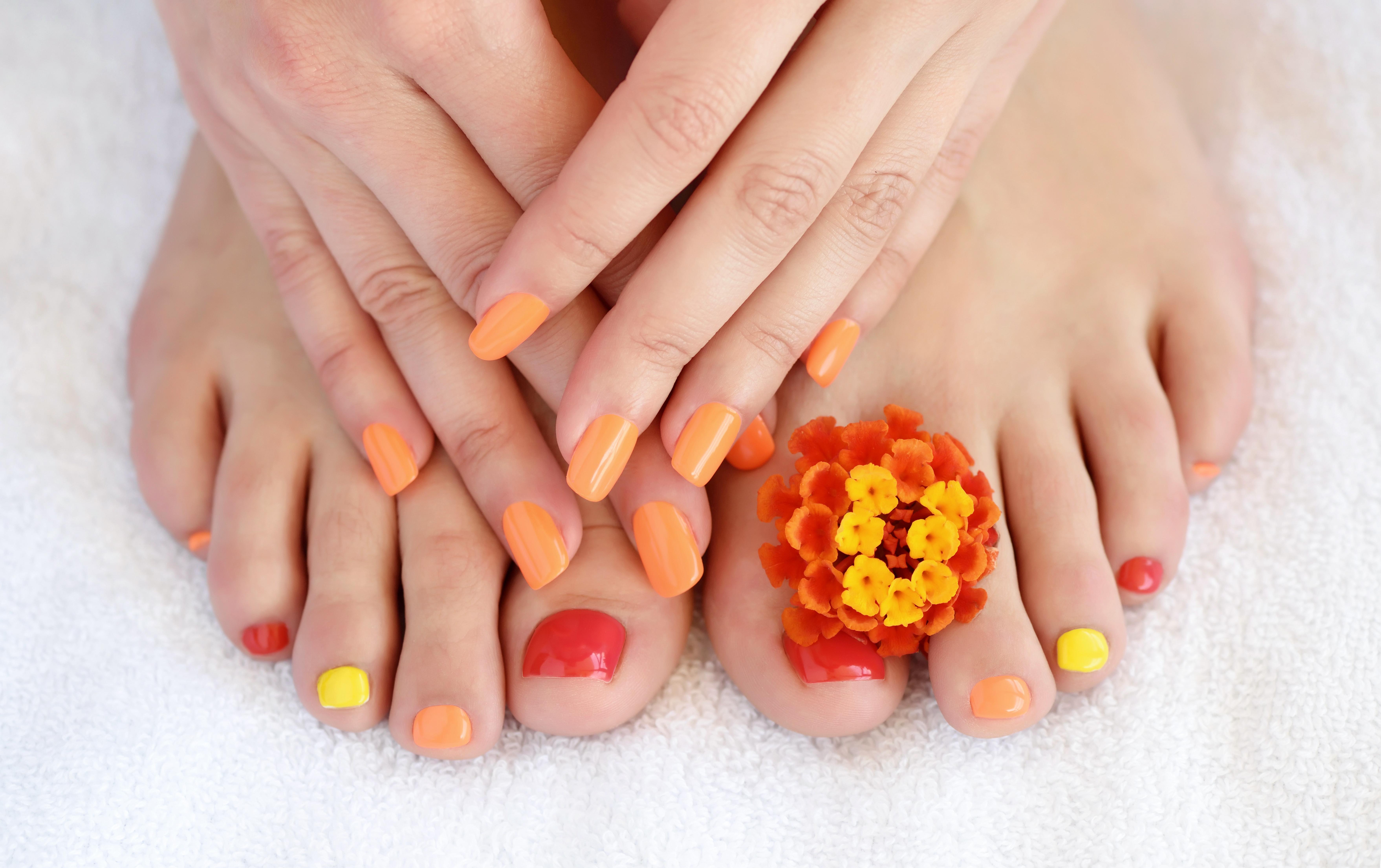 اللون البرتقالي يتناسق بشدة مع اللون الأصفر