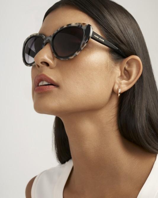 النظارات المربعة تحتاج تناسب الوجوه المستديرة أكثر