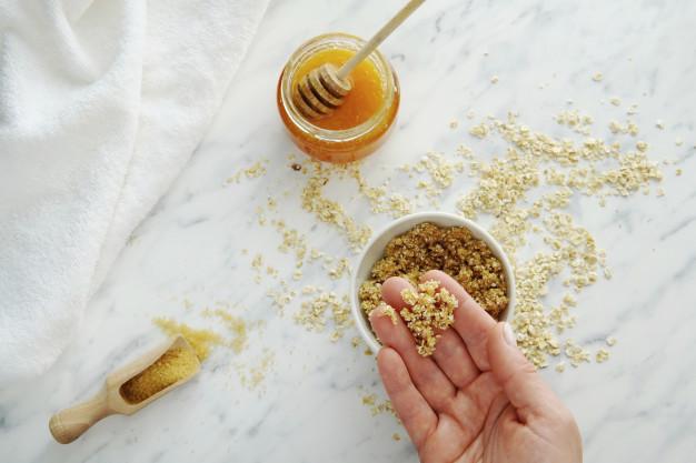 العسل والسكر للشفايف