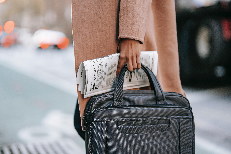 تجنبي حمل العديد من الأشياء في يدك