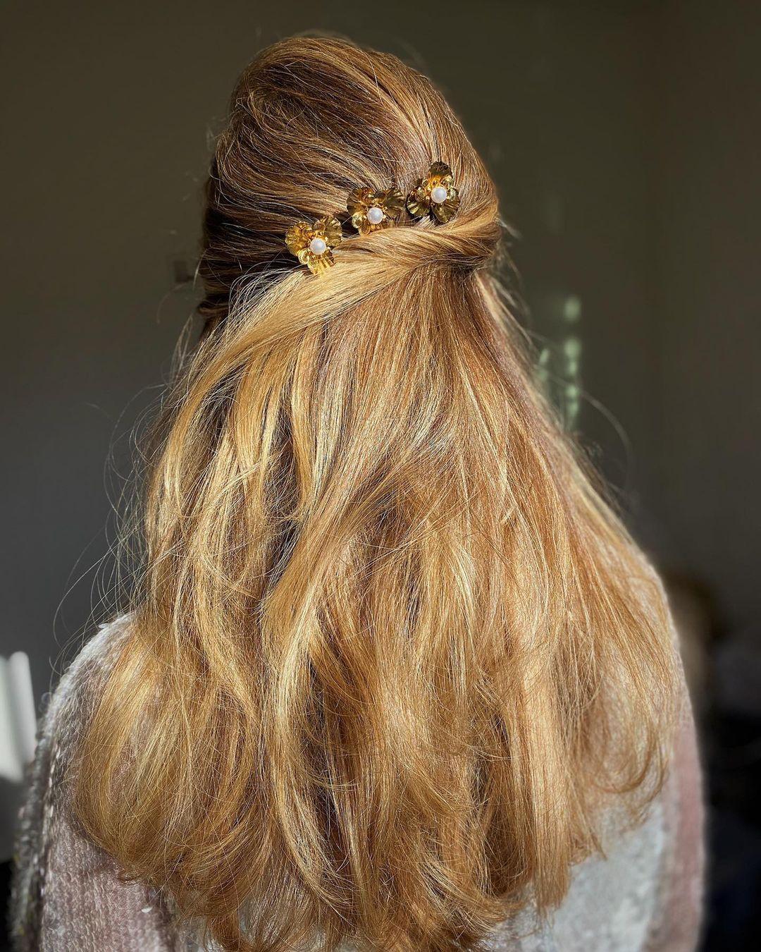 تسريحة التويست مع مشابك الشعر(الصورة من حساب ساني بروك على إنستغرام)