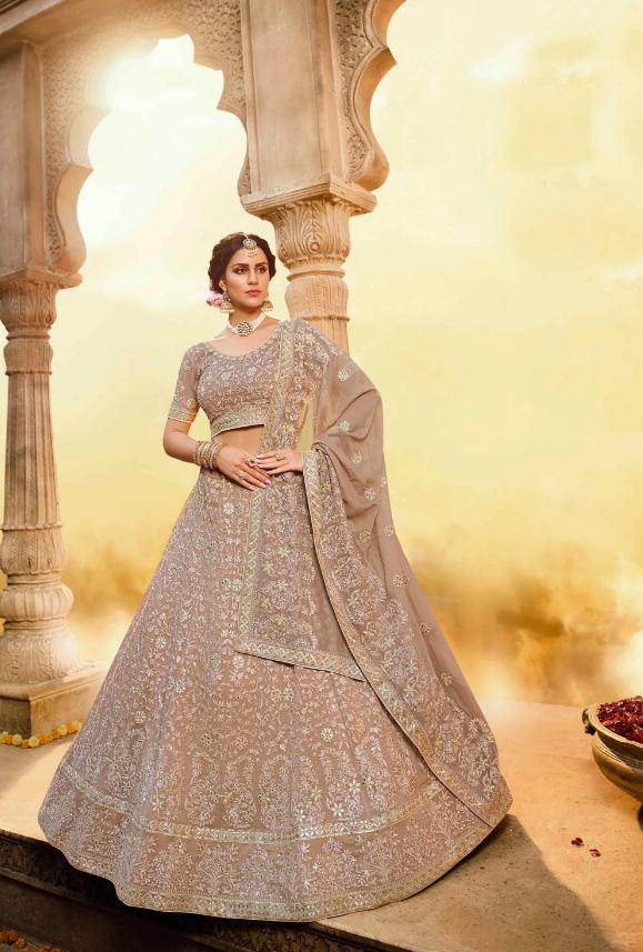 فستان هندي للأعراس باللون البيج
