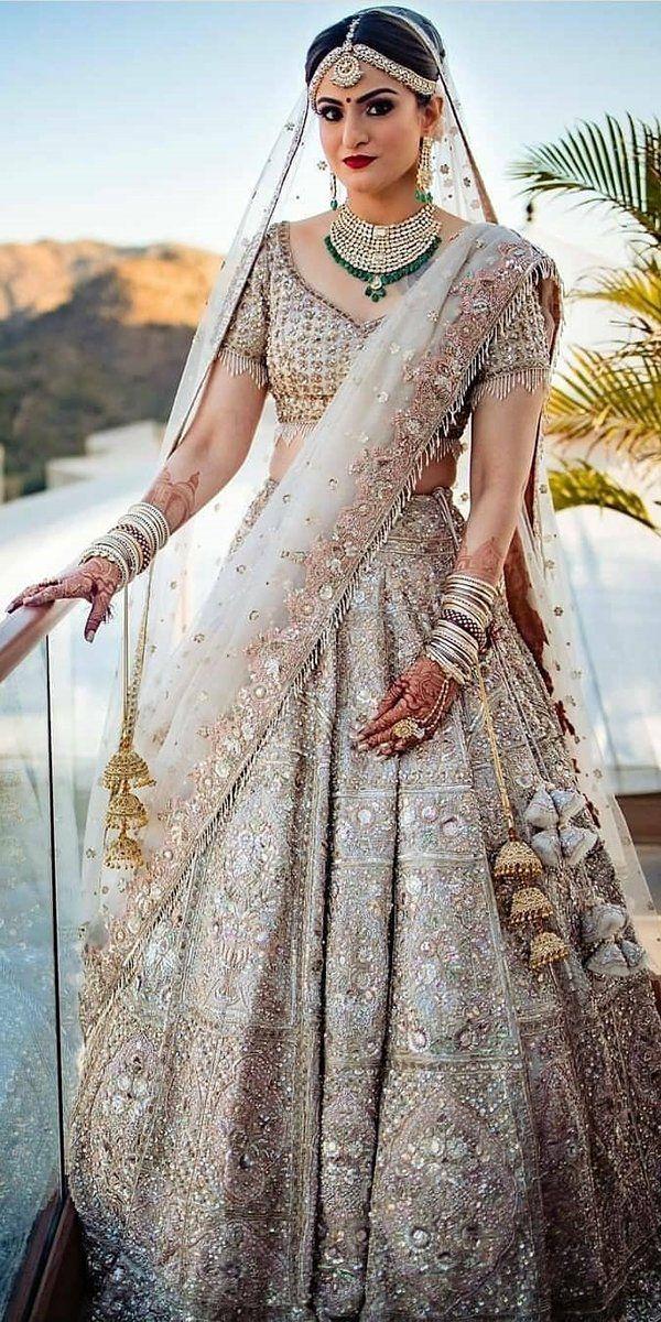فستان هندي للأعراس مُطرز بالخرز الذهبي والفضي