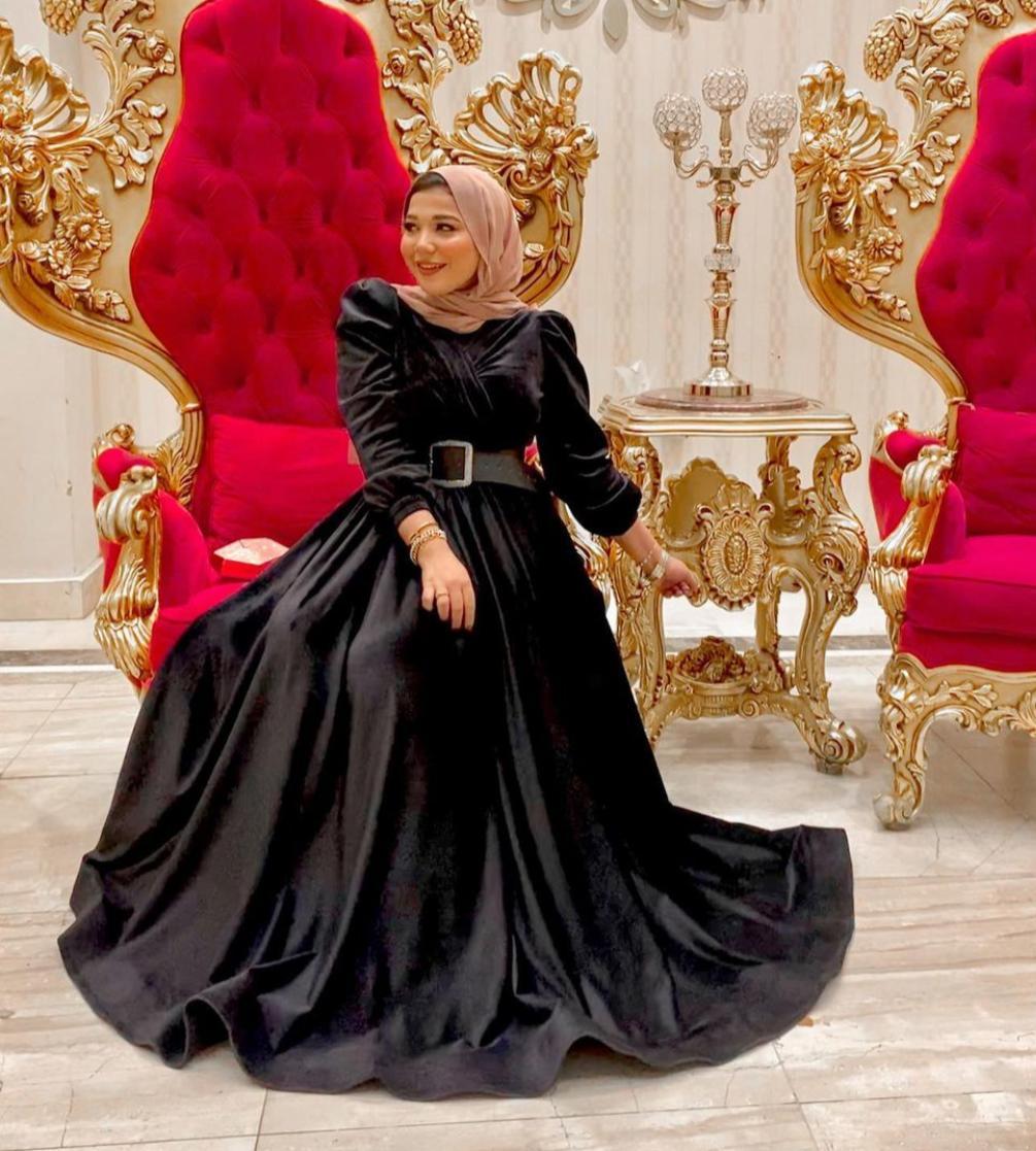 فستان مخمل من حنان الحكيم