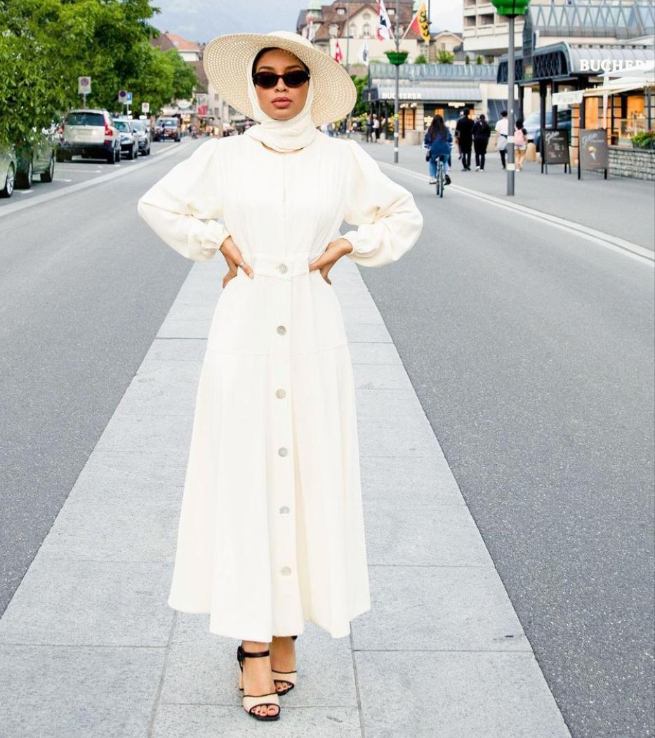 1 تنسيق الفستان الابيض من صوفيا جودسون -الصورة من حسابها على الانستغرام