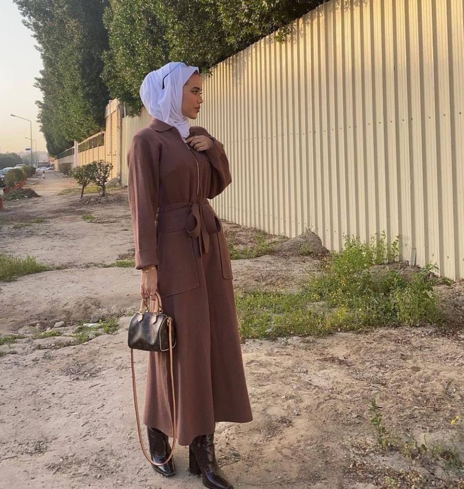 فستان بخصر ضيق من سارة الدهيم