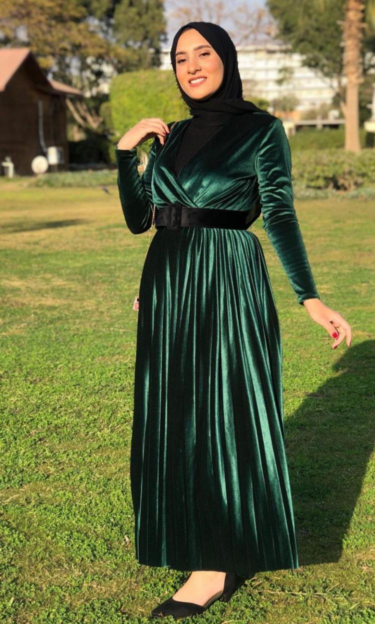 فستان مخمل للمناسبات من اميرة فرج