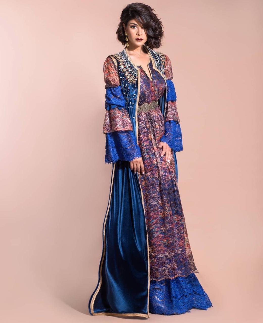 قفطان ازرق مطرز من ليلى حديوي -الصورة من حسابها على الانستغرام