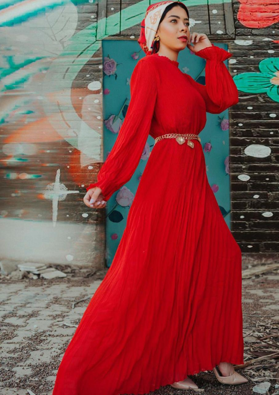 فستان بحزام للخصر من منة السني