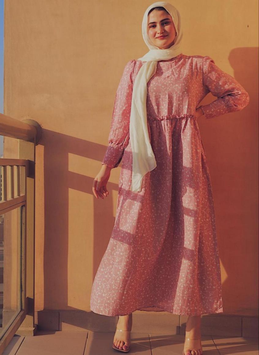 فستان بمطاط في الخصر من هاجر طارق