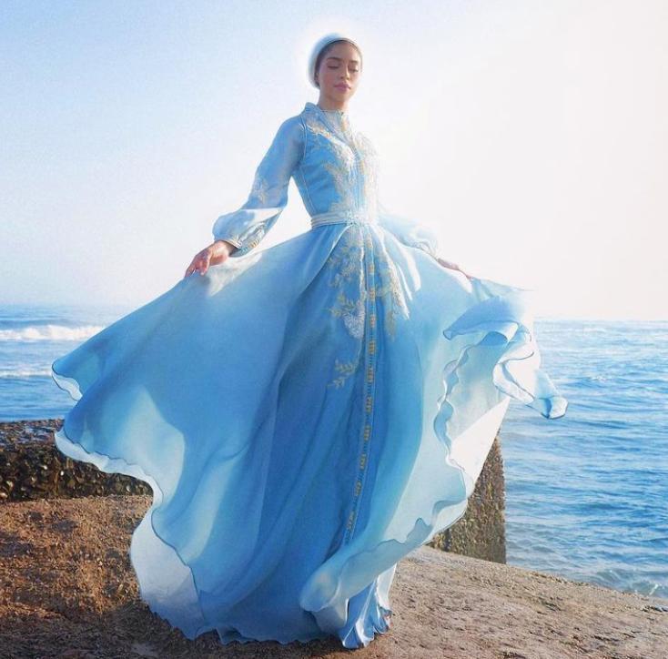 صوفيا جودسون بفستان سهرة راقي -الصورة من الانستغرام