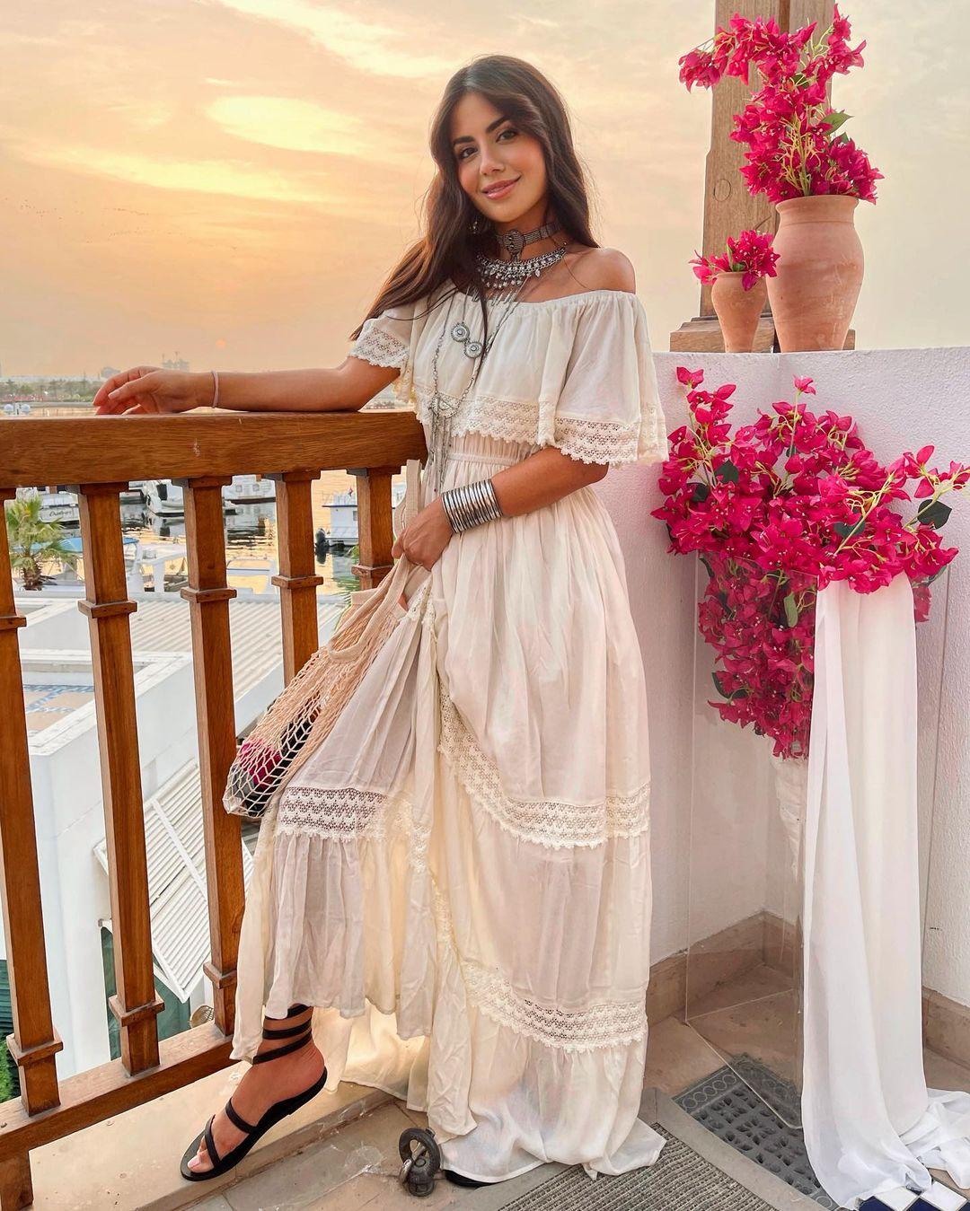 ديما ترتدي من موقع نمشي في فندق بارك حياة دبي