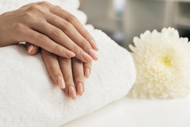 إهمال الجلد الزائد حول الأظافر