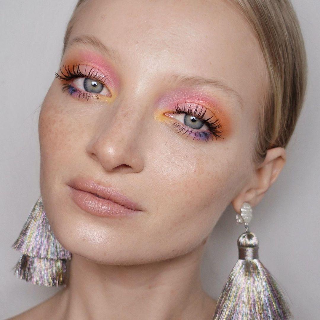 مكياج عيون بألوان الباستيل (الصورة من إنستغرام)