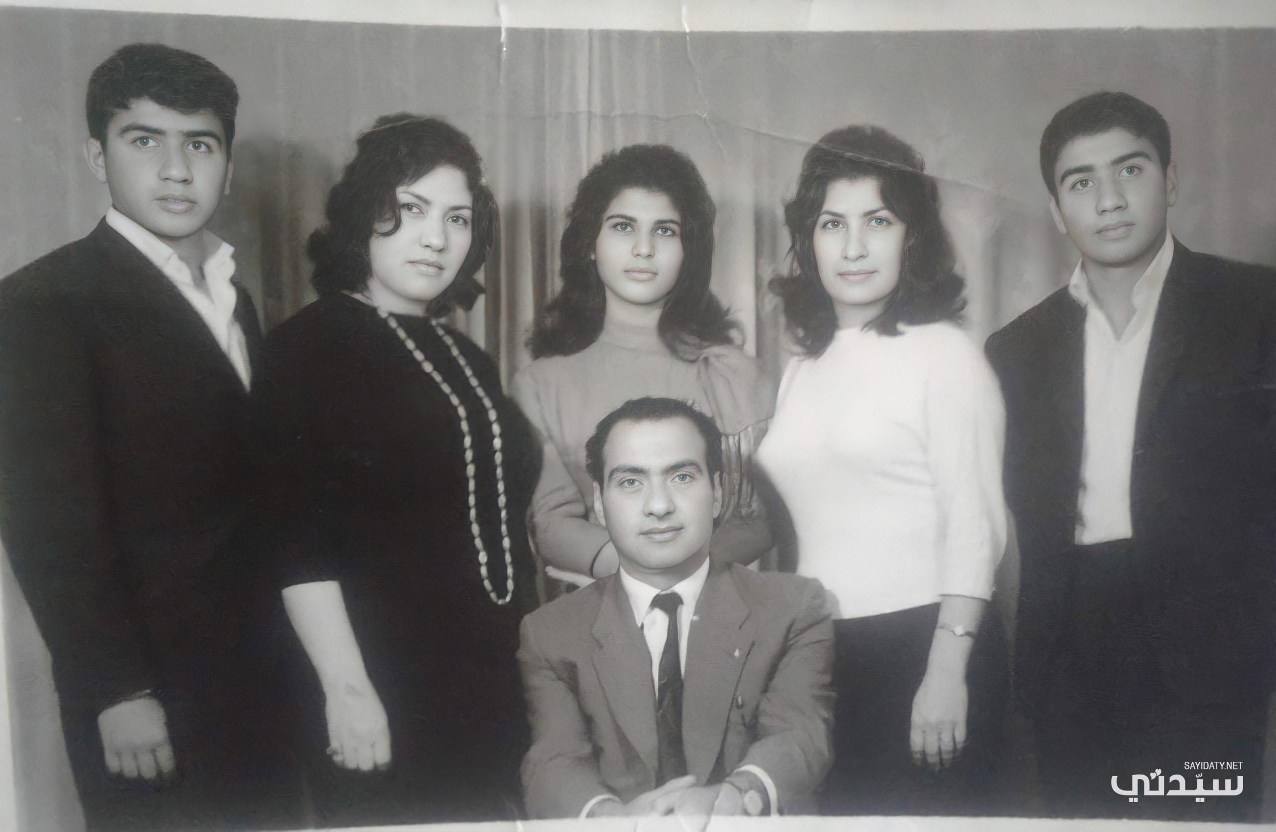 عمر نعامي والد فريال وأخواتها التوأم من والدها وعماتها