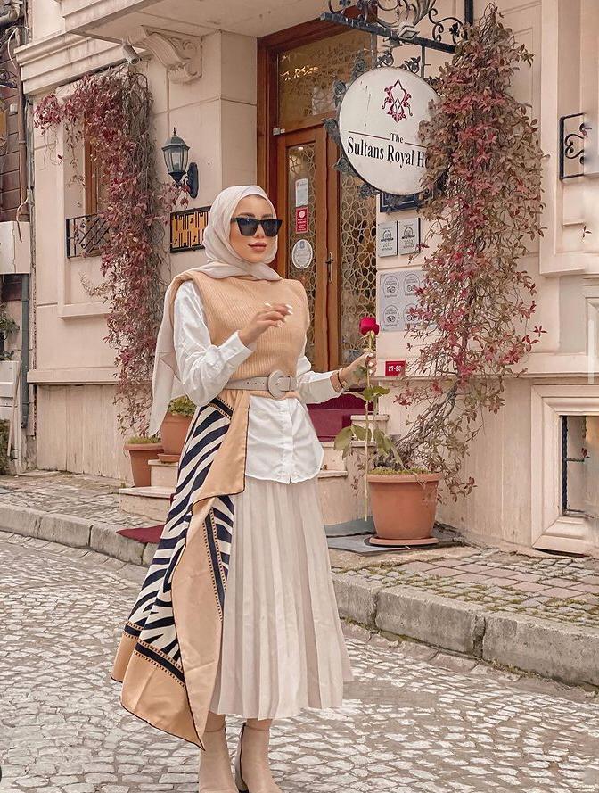 صيحة التنورة البليسيه مع الفيست من رهف الشامي