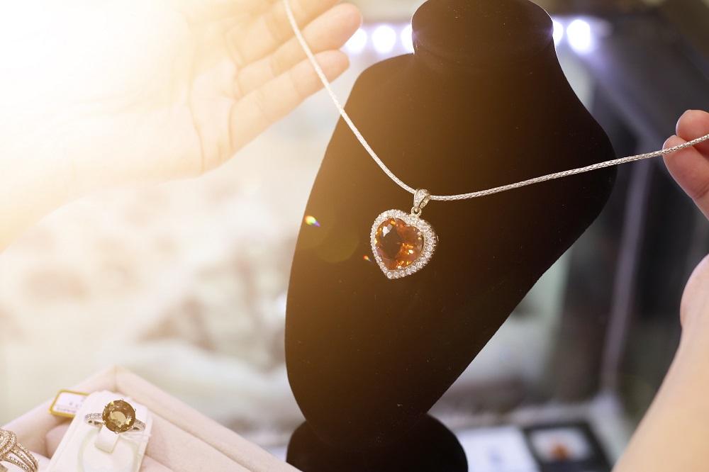 أجمل هدايا يوم الأم من المجوهرات