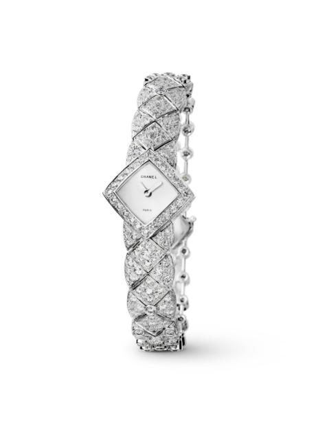 ساعة فاخرة من شانيل Chanel