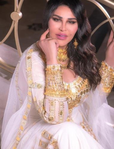 الصورة من انستقرام - فستان أحلام المٌطرز بالذهب