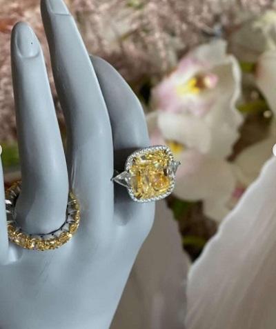 الخاتم الذي أهداه زوج فوز الفهد لها في ذكرى زواجهما مرصع بالماس الأصفر
