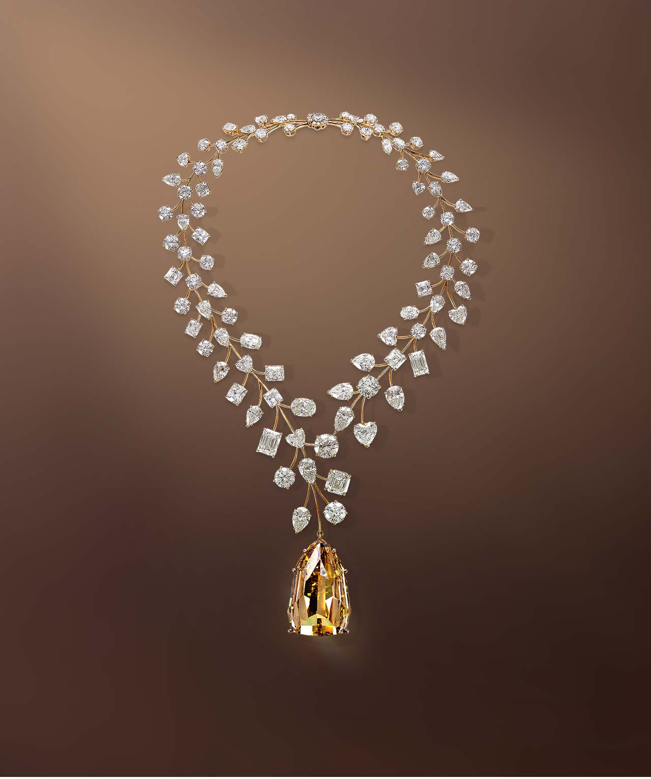 قلادة من الذهب الأصفر والألماس من مجوهرات معوض Mouawad