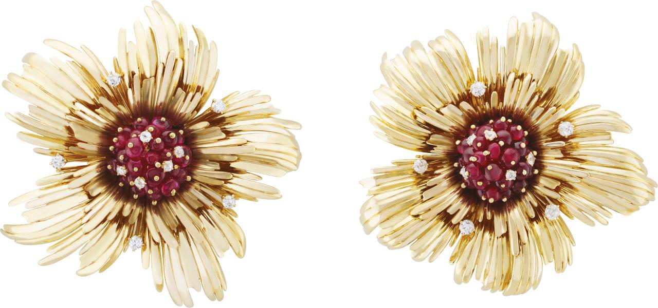 بروش أزهار من فان كليف أند آربلز Van Cleef & Arpels