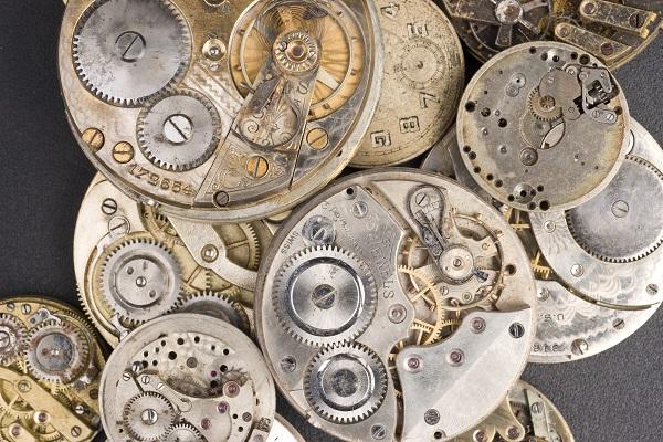 ساعات نسائية فاخرة تحافظ على قيمتها مع مرور الزمن