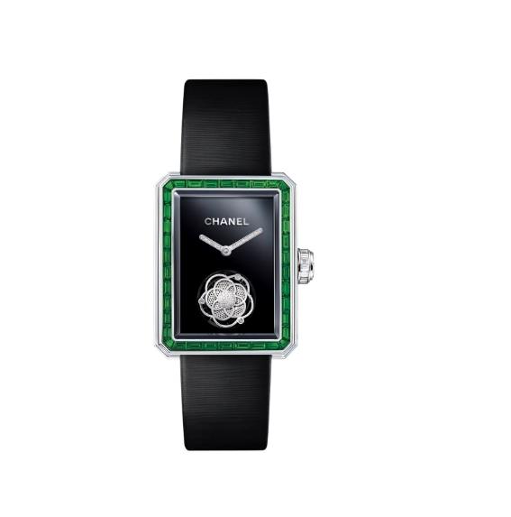 ساعة من شانيل Chanel