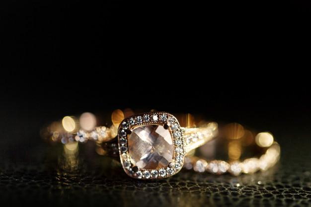 المجوهرات عشق المرأة