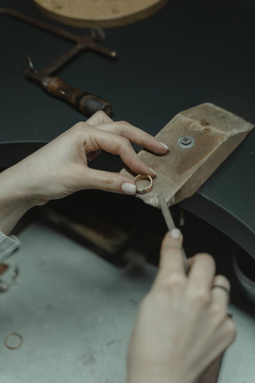 تاريخ صناعة المجوهرات