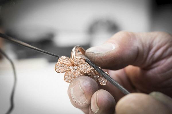 الصقل النهائي على خاتم بتوين ذو فينغر