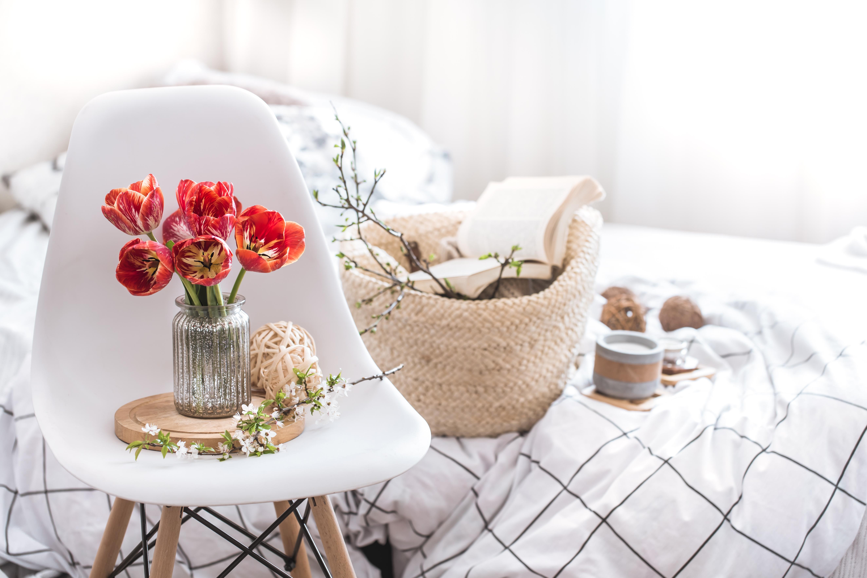 اذواق انثويه في الديكور الداخلي Home-decor-items-in-the-interior-of-the-room-gh7vv5a
