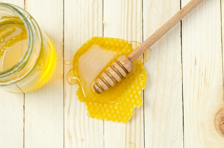 فوائد العسل رائعة في علاج نزلة البرد