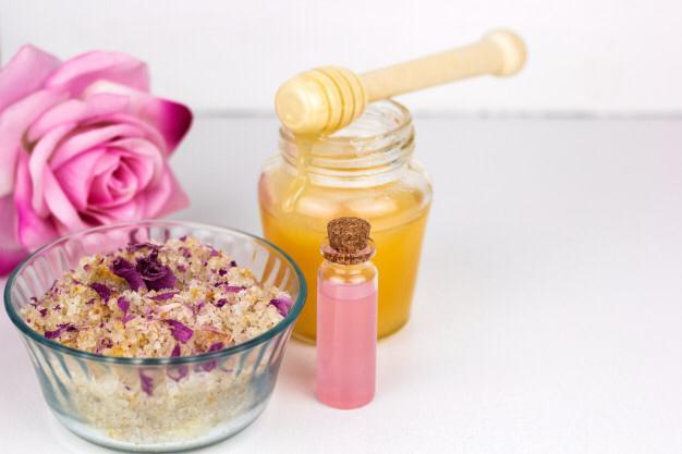 2 العسل والورد للبشرة