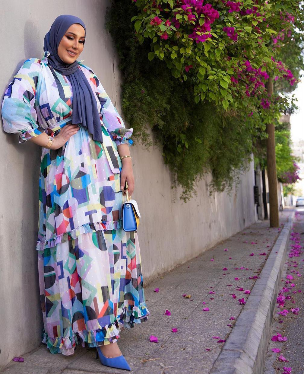2 نداء شرارة بالفستان المطبع -الصورة من حسابها على الانستغرام