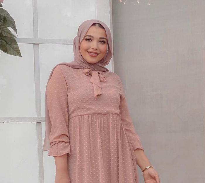 3 حنان الحكيم بحجاب سواريخ -الصورة من حسابها على الانستغرام