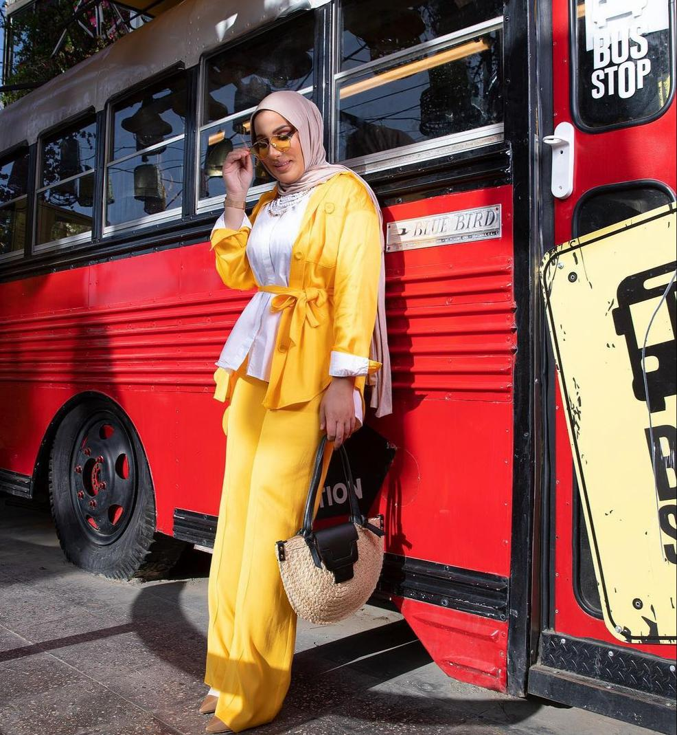 نداء شرارة بالبدلة الصفراء -الصورة من حسابها على الانستغرام