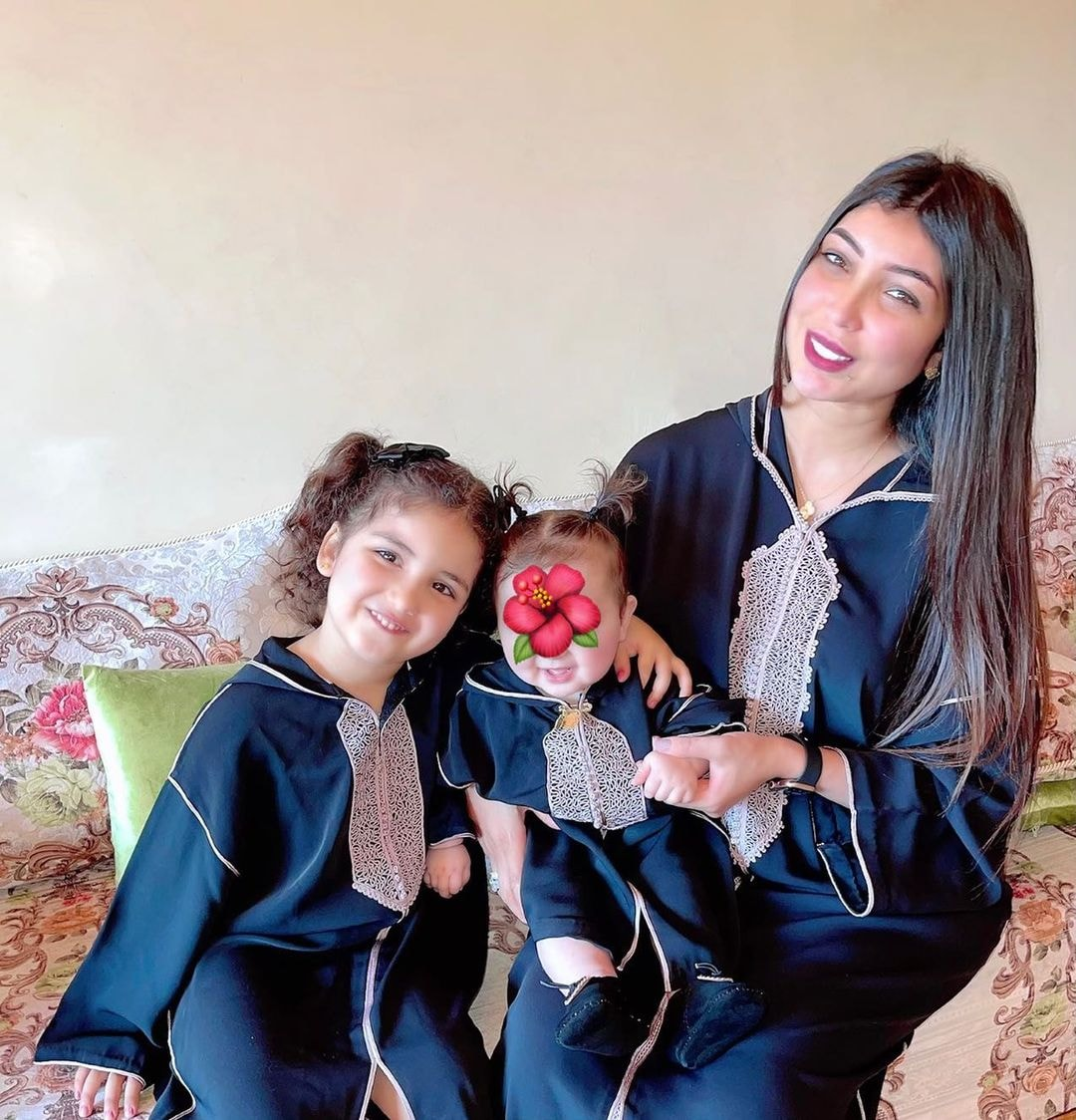 دنيا بطمة رفقة ابنتها غزل وليلى روز